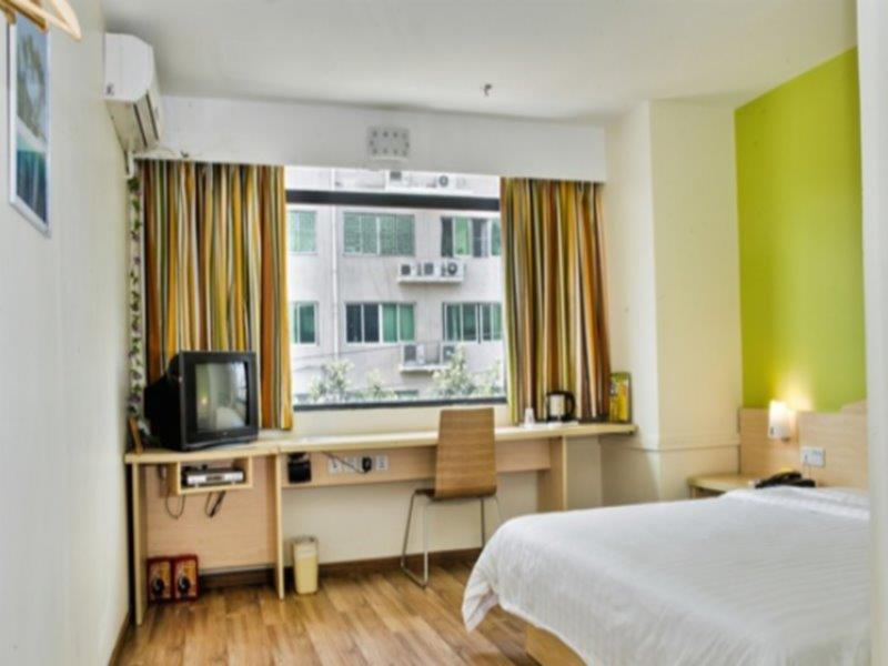 hotels near the second worker s cultural palace metro station rh agoda com