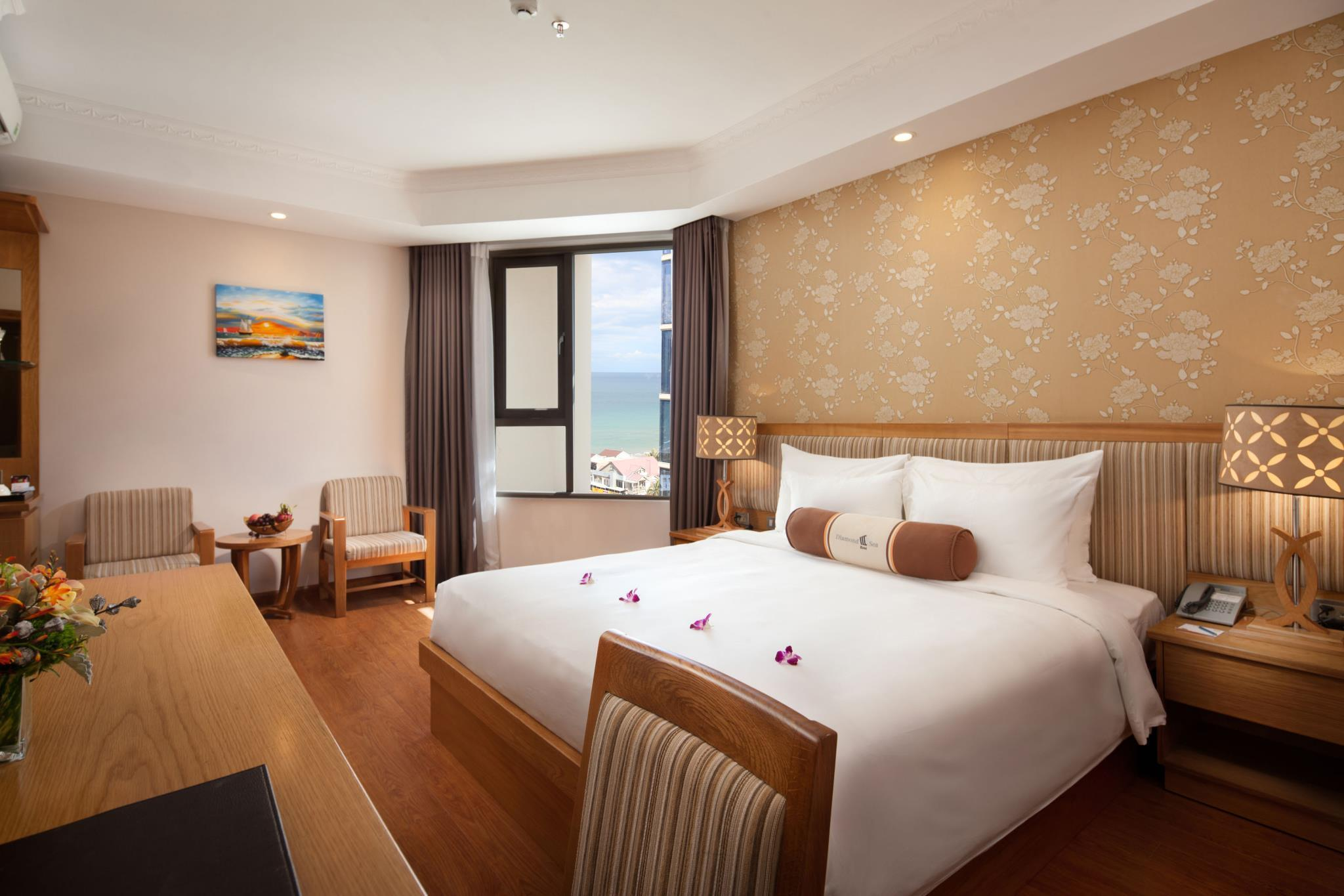 Deluxe giường đôi Hướng biển một phần (Deluxe Double Partial Sea View)