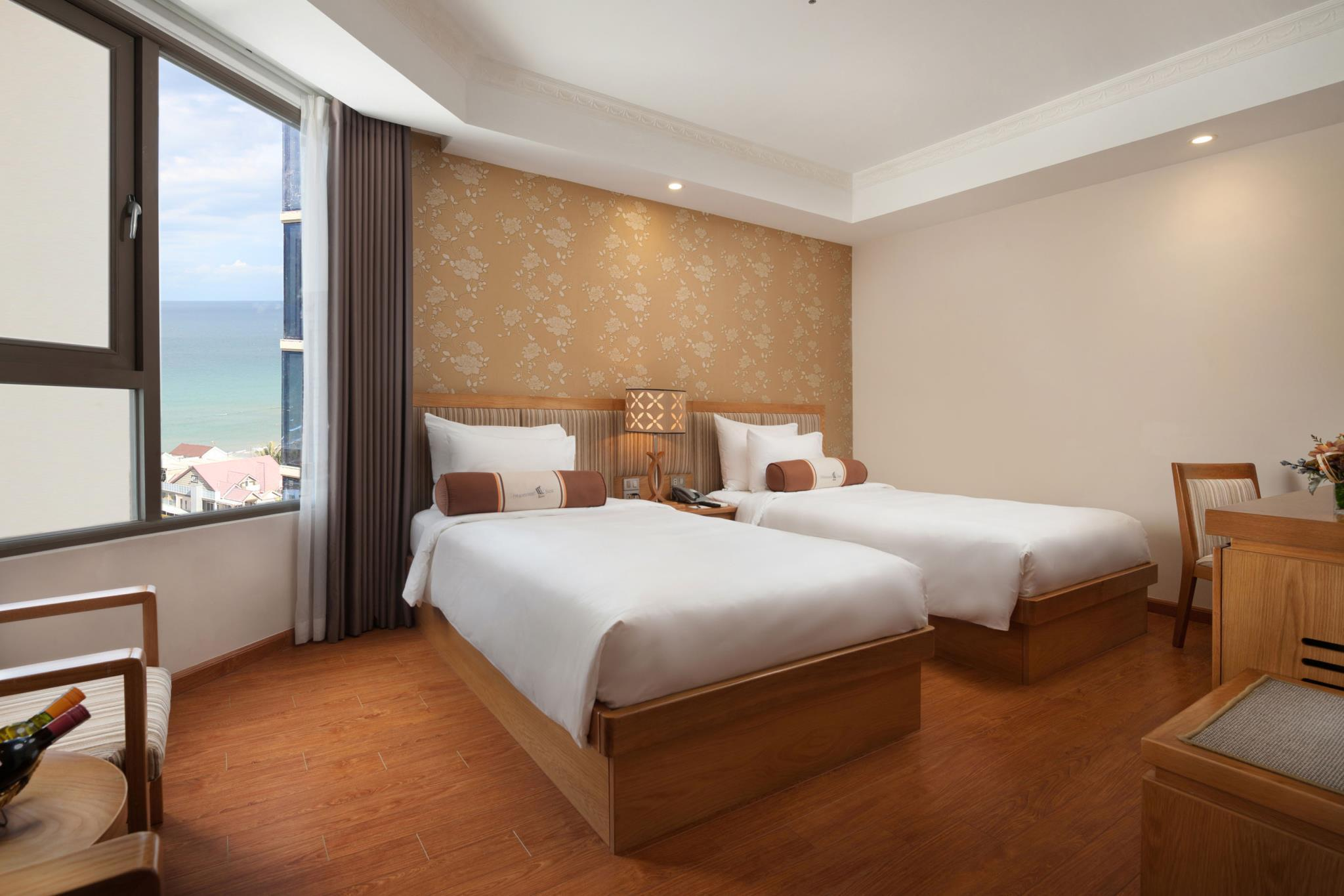 Deluxe 2 giường Hướng biển một phần (Deluxe Twin Partial Sea View)