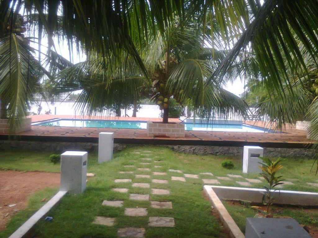 Garden New Sunrise Batticaloa Hotel