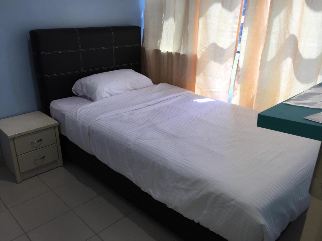 Deluxe Single Miri Budget Inn
