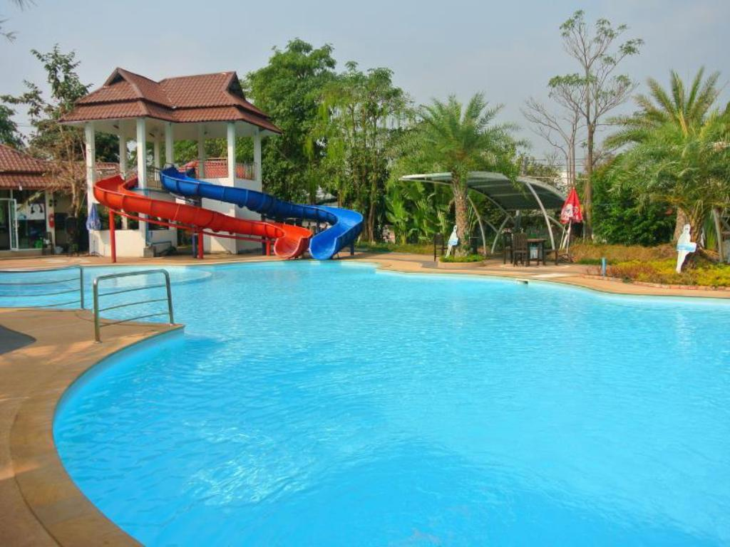 Piscina Thararin Resort