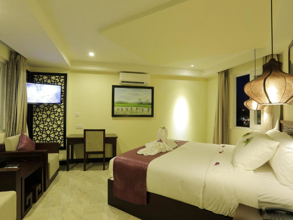 Deluxe Poolblick River Suites Hoi An