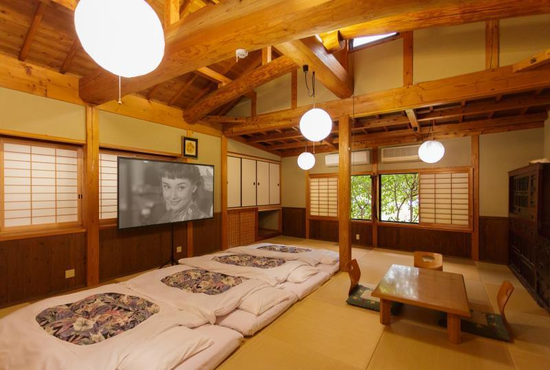 패밀리룸 (공용욕실) - 6인 (Family Room with Shared Bathroom - 6 Persons)