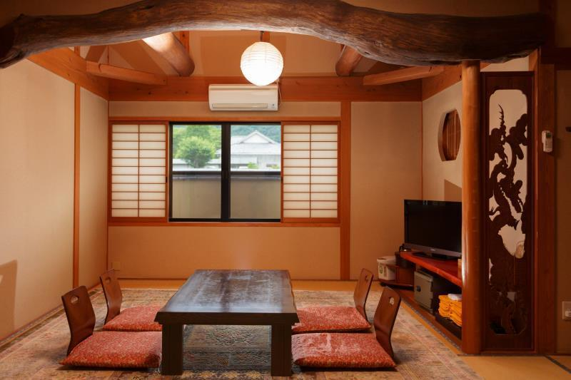 日式豪华房-带浴室 (Deluxe Japanese Room with Bathroom)