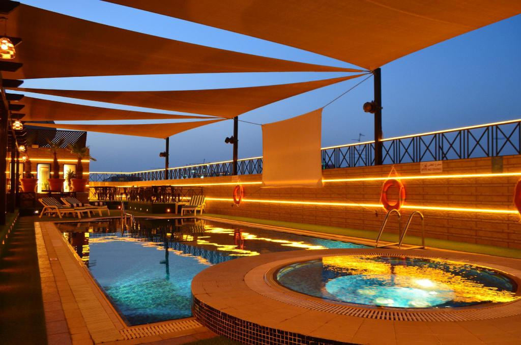 Swimming pool [outdoor] Golden Tulip Nihal Palace Hotel