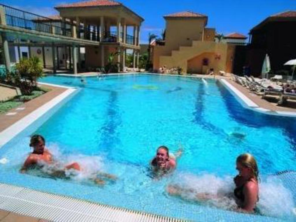 Best price on aparthotel broncemar beach in fuerteventura - Menzies hotel irvine swimming pool ...