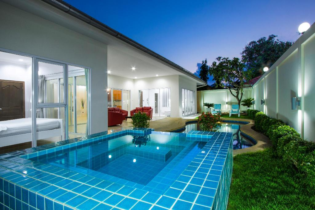 Swimming pool [outdoor] Tortuga Villas Pattaya
