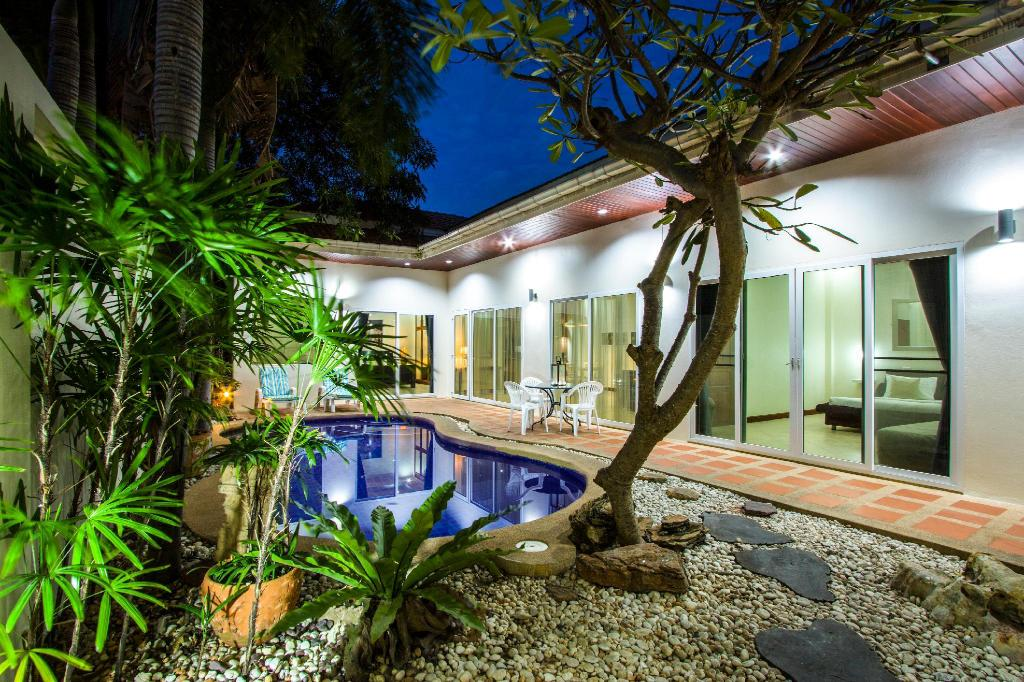 Deluxe Two-Bedroom Villa with Private Pool - Private pool Tortuga Villas Pattaya