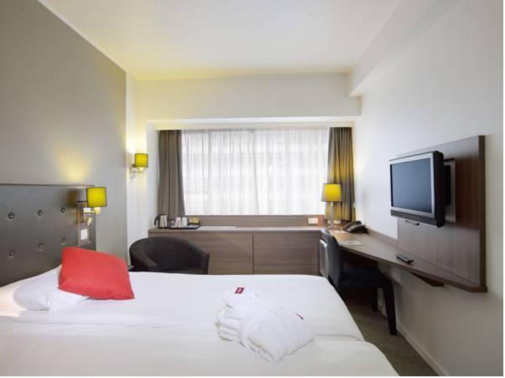 Standard Double Room - Guestroom Thon Hotel Brussels City Centre