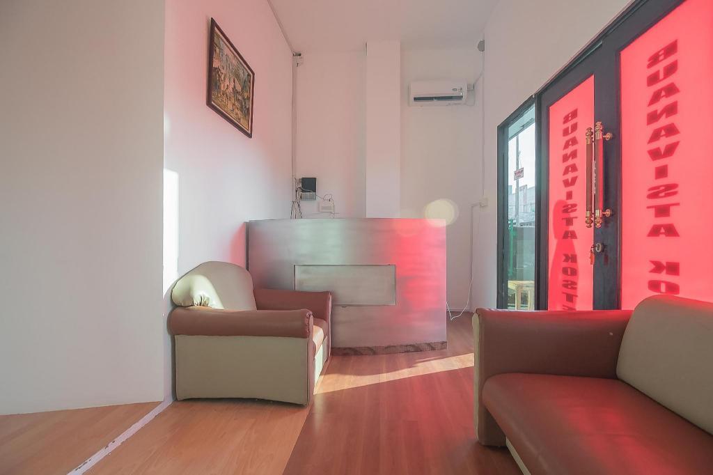 Desain Ruang Tamu Untuk Ruko  reddoorz near hang nadim batam airport guesthouse bed and
