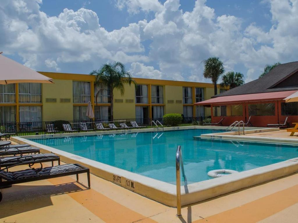 Swimming pool Floridian Express International Drive Hotel