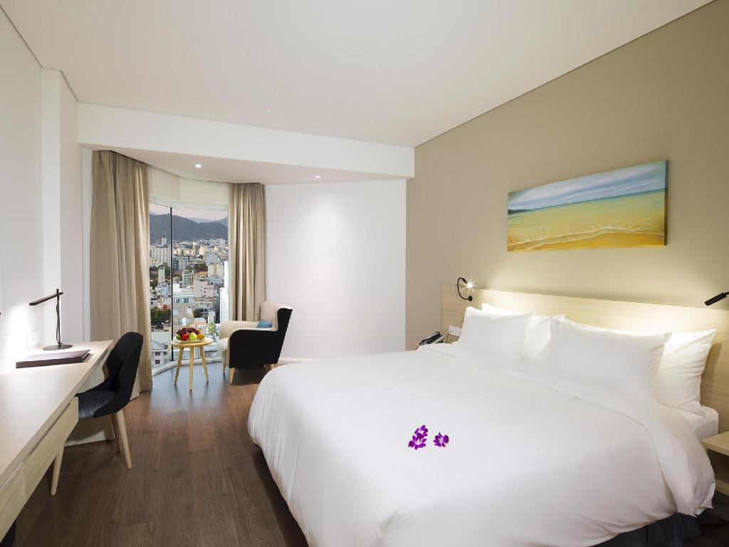 Deluxe Double Bed - Guestroom Liberty Central Nha Trang Hotel