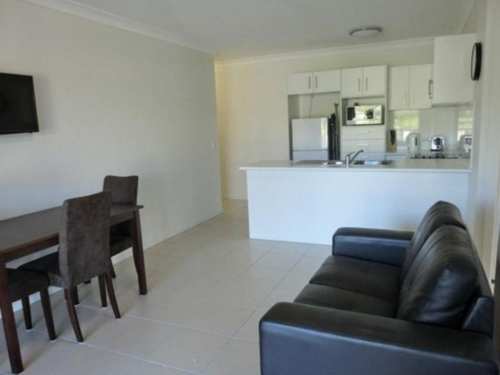 2 Bedroom Apartment - Guestroom Brisbane Valley Tavern Apartments