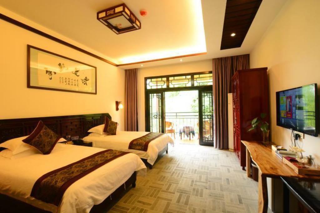 Twin Room with Mountain View and Balcony Yangshuo Eden Garden Hotel