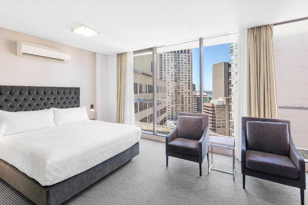 Studio Luxury Suite - Bed Meriton Suites Campbell Street