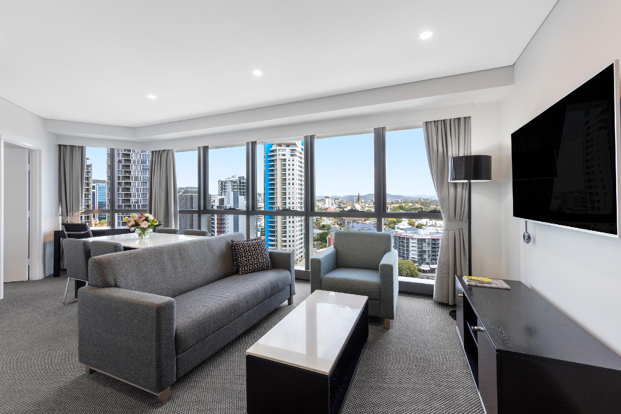 Meriton Suites Adelaide Street Hotel (Brisbane) - Deals, Photos