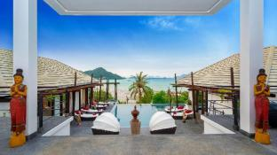 D-Lux 4 bed sea view villa with private beach