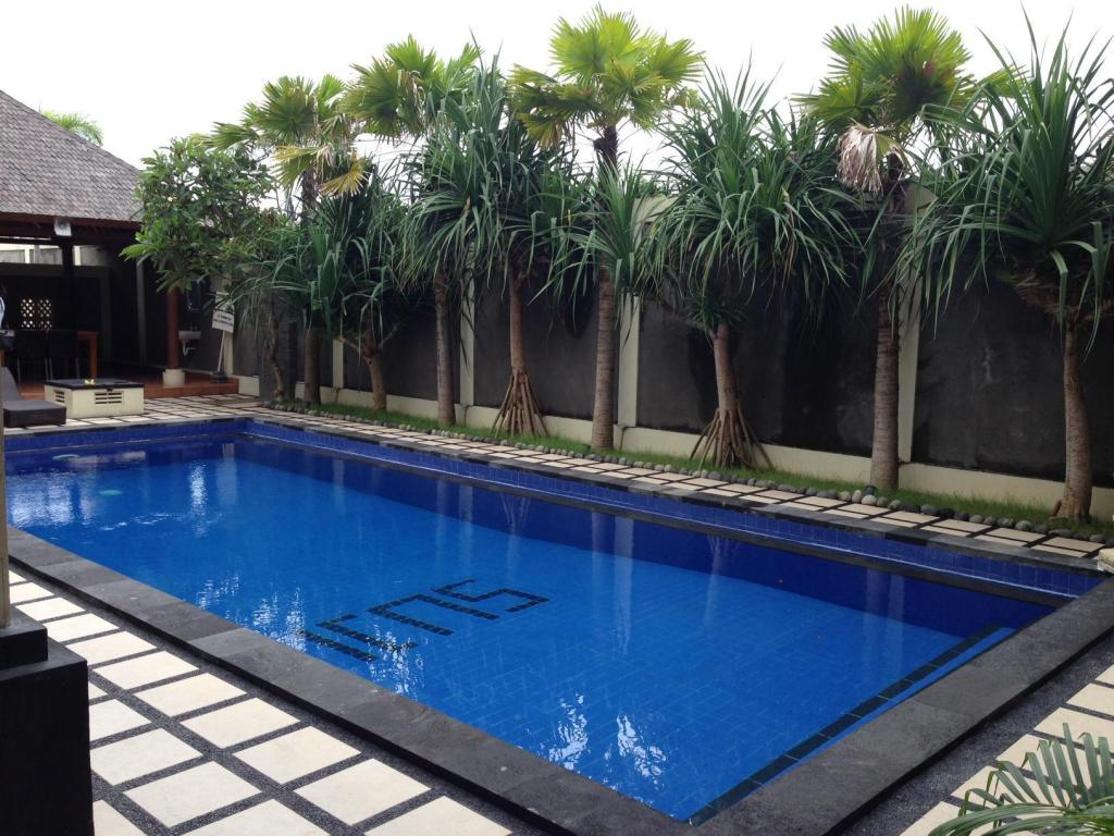 Swimming pool Suji Apartment