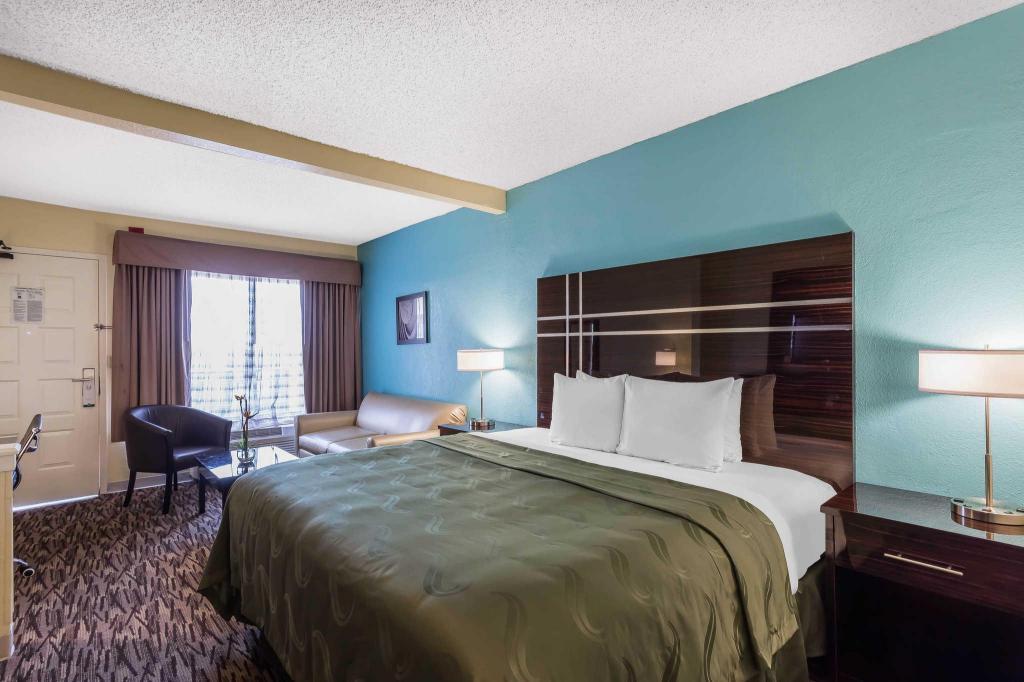 King Suite Nonsmoking Bed Quality Suites Hotel Deerfield Beach