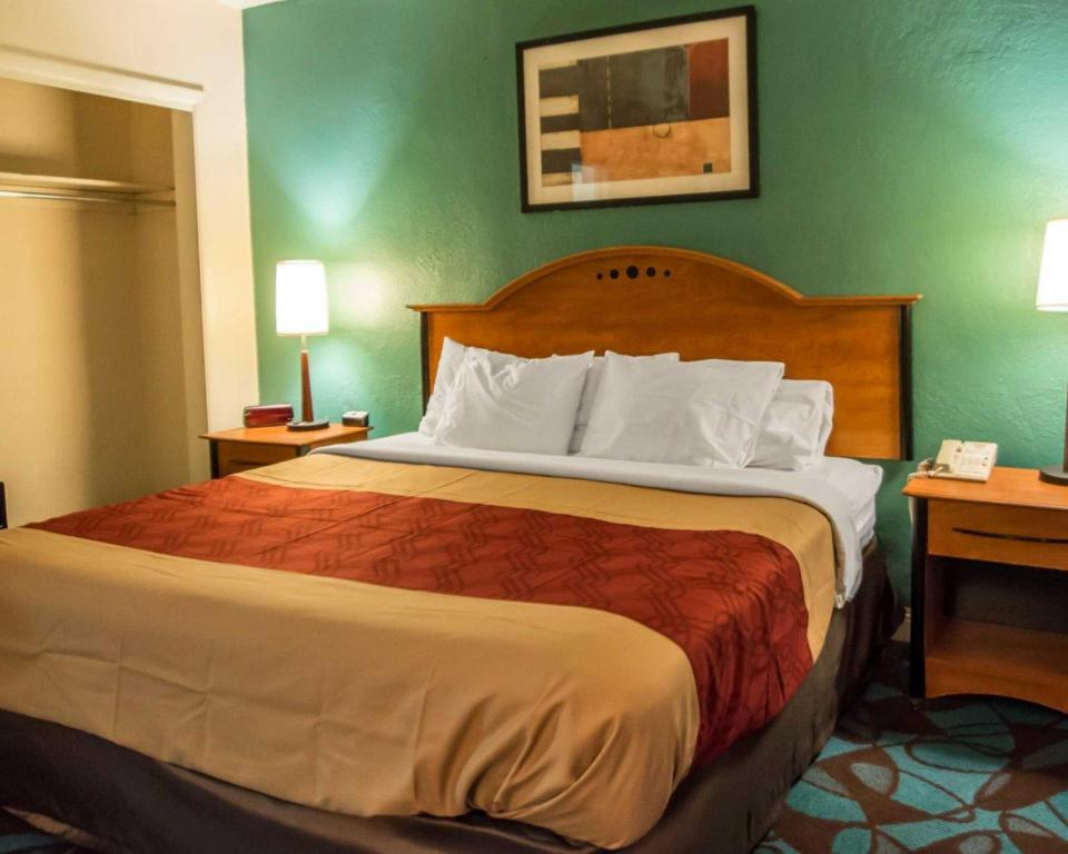 See all 28 photos Econo Lodge