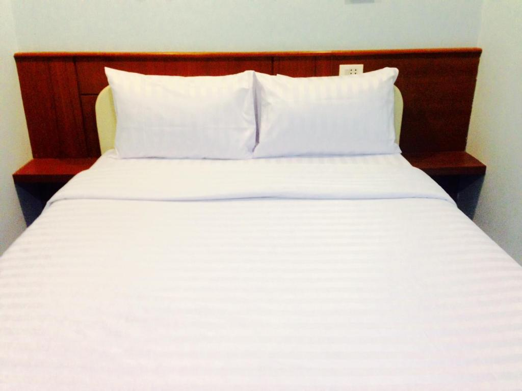 Standard Queensize Bett Rooms by Phuket Rent It