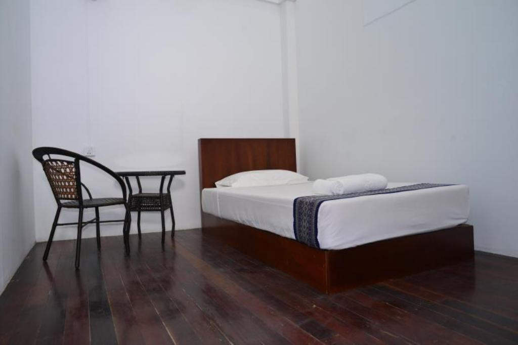 Single Room with Shared Bathroom - Bed Agga Bed & Breakfast