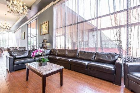 ca quality inn suites bell gardens. Black Bedroom Furniture Sets. Home Design Ideas