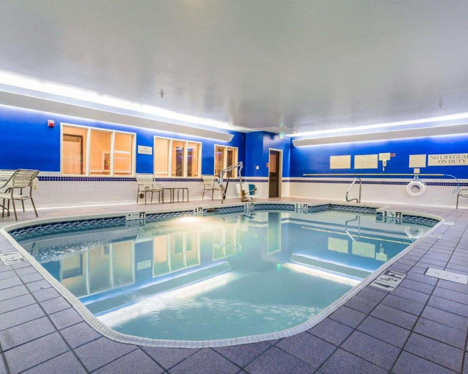 Piscina Quality Inn and Suites Birmingham - Highway 280