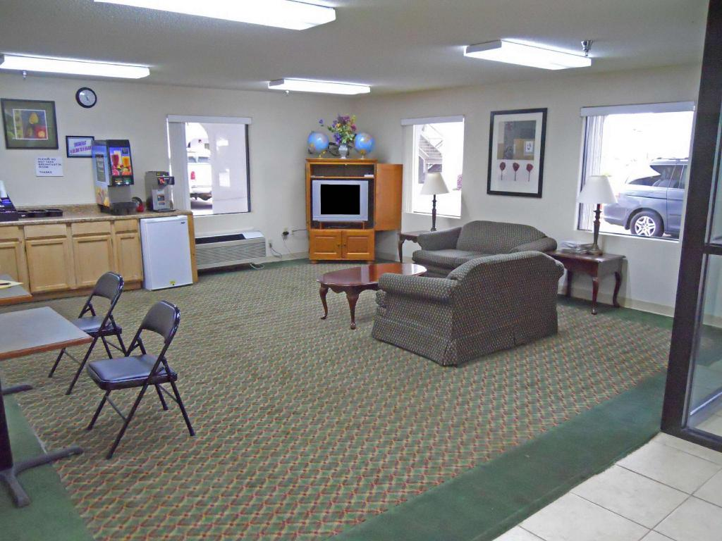 Vestíbulo Country Hearth Inn & Suites - Dawson