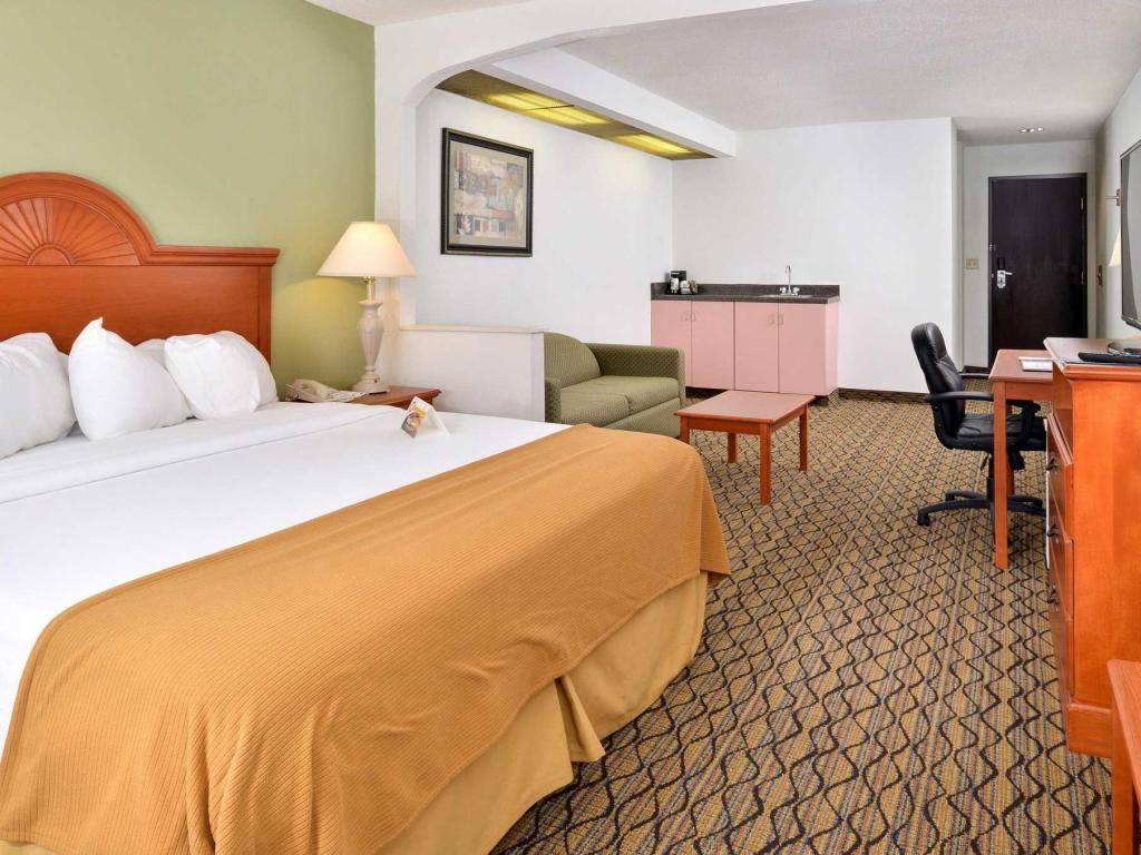1 King Bed Nonsmoking Quality Inn & Suites Jefferson City