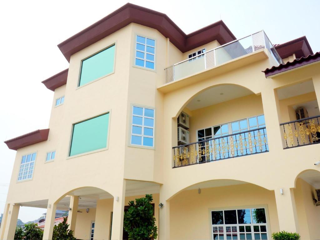 Book Muar Villa in Malaysia - 2019 Promos