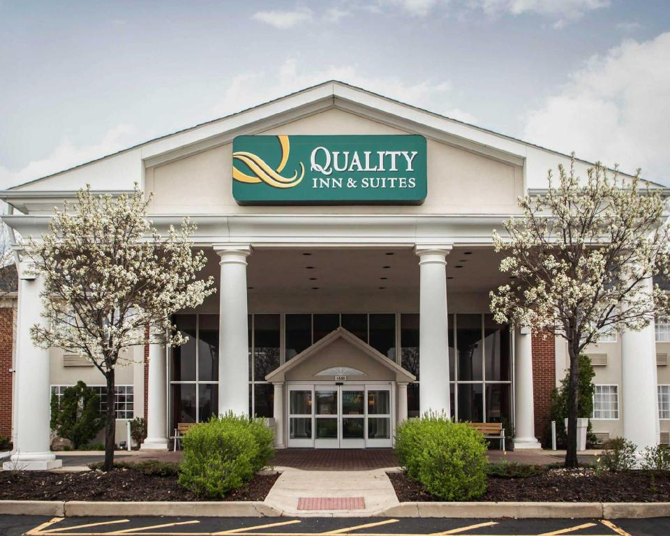 Подробнее о QUALITY INN & SUITES SAINT CHARLES