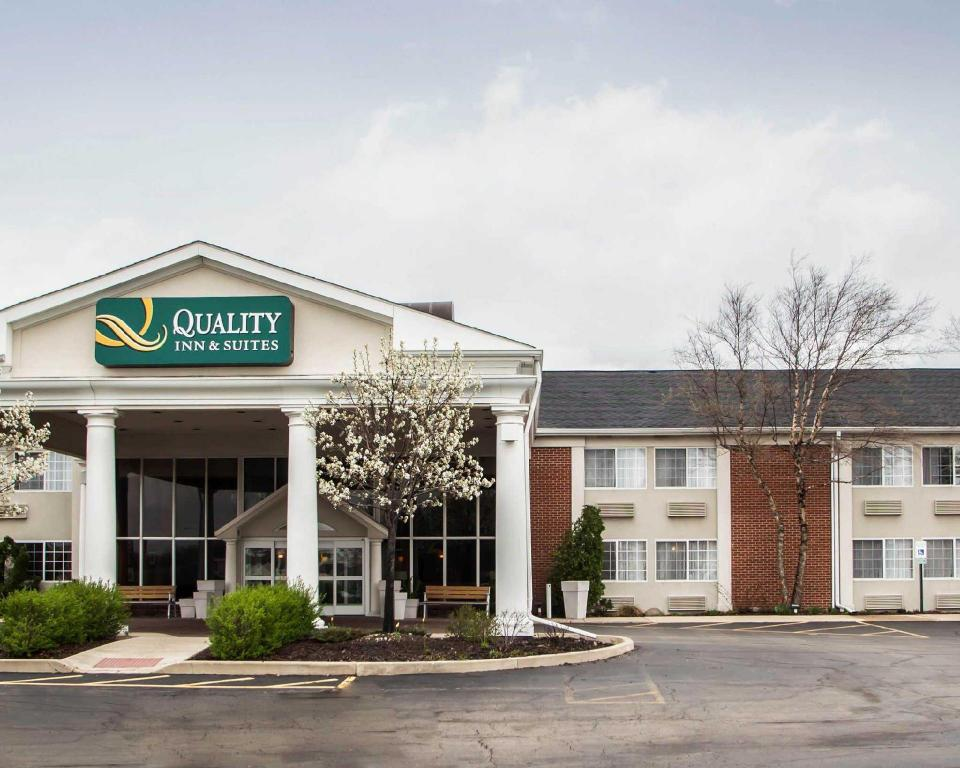 Экстерьер QUALITY INN & SUITES SAINT CHARLES