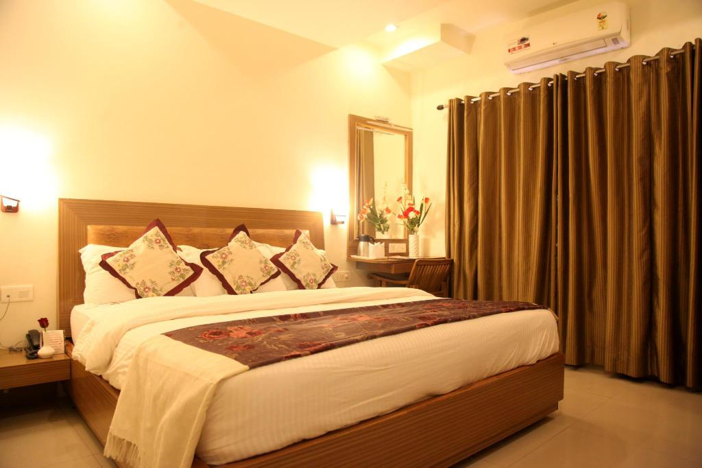 See all 25 photos Hotel Poonam Plaza