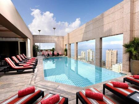 Swimming pool Gefinor Rotana