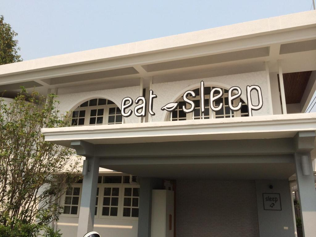 Vchod Eat Sleep Cafe and Bed