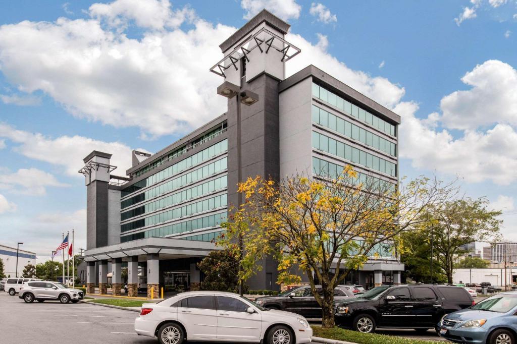 Best Price on Clarion Hotel Nashville Downtown - Stadium in Nashville (TN) + Reviews!