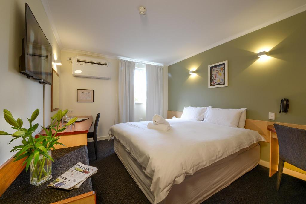 Standard King/Twin - Bed Sullivans Hotel