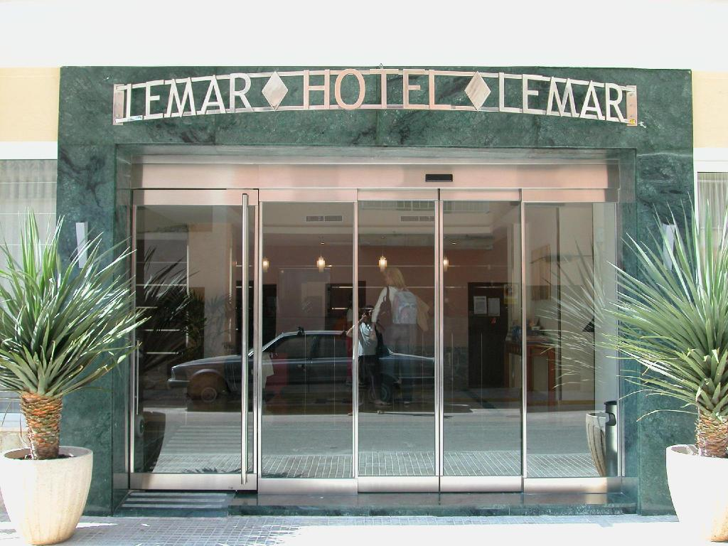 Entrance Hotel Lemar