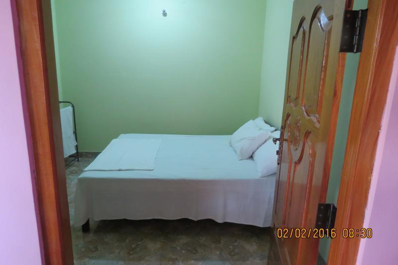Doble Room with Air Conditioning and Shared Bathroom