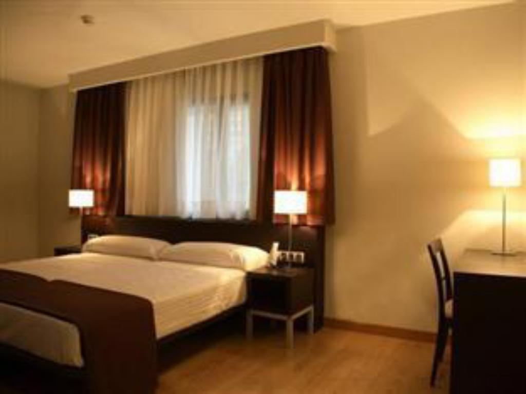 Double or Twin Room - Guestroom Hotel Plazaola