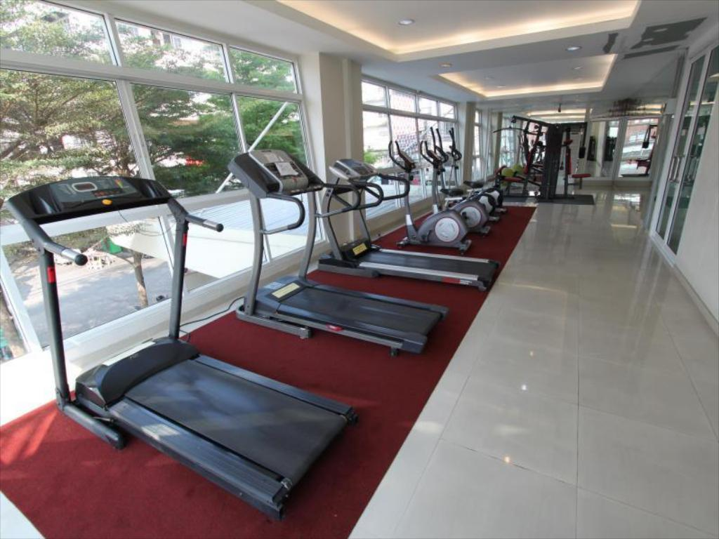 Fitness center The Royal Bee Aparthotel Don Mueang International Airport