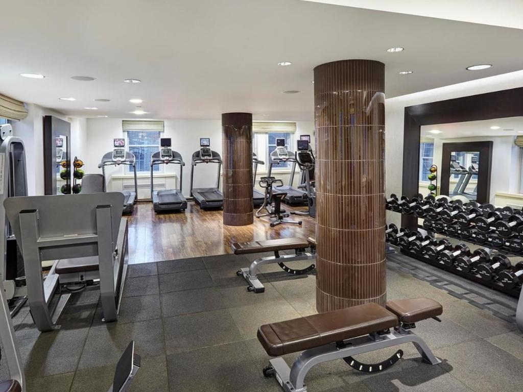fitness centrum The Waldorf Towers Hotel
