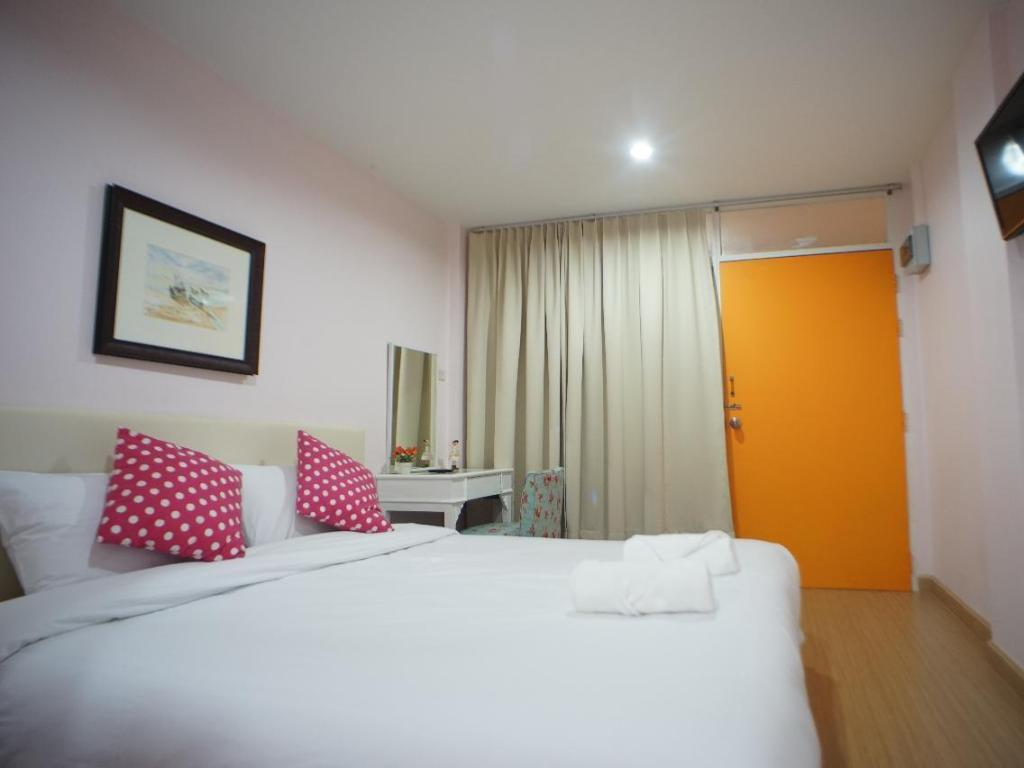 Standard Double Bed Room - Guestroom The Grace House Chiang Mai