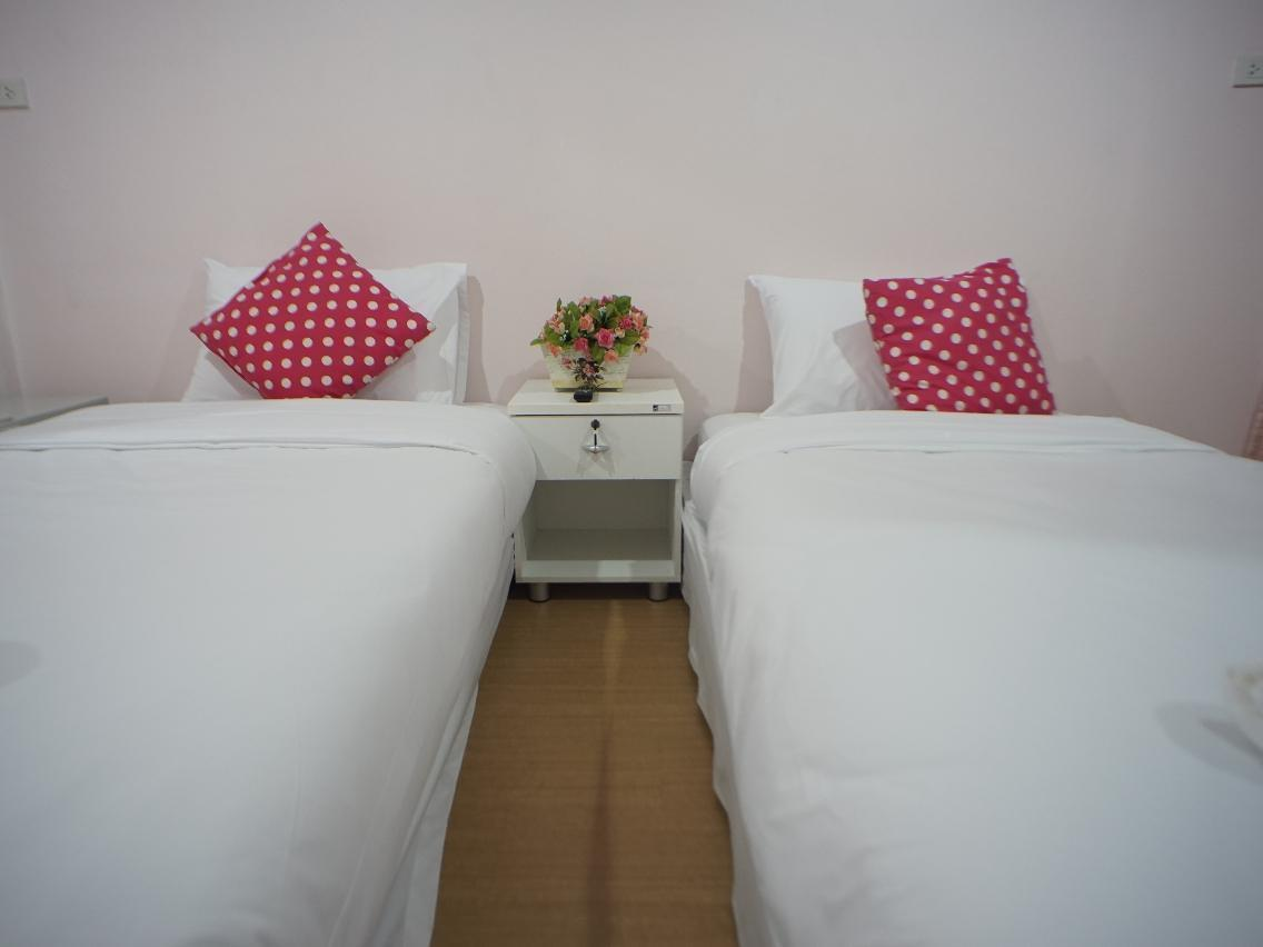 Standard Twin Bed Room