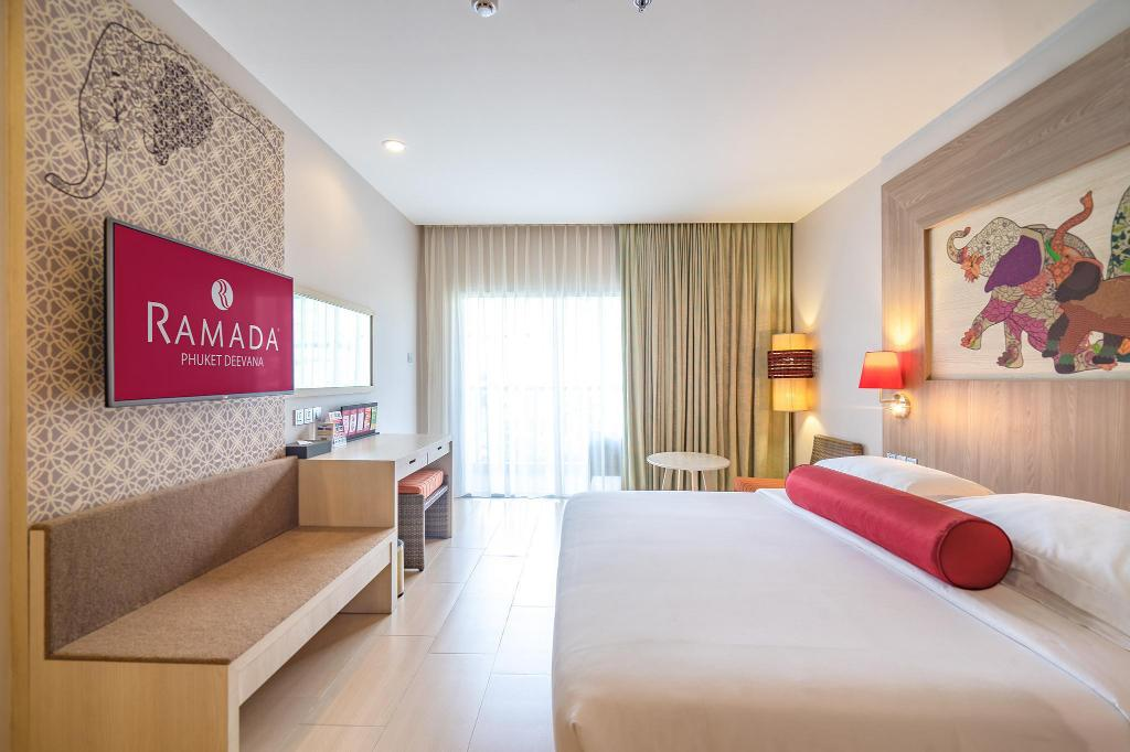 Deluxe Room - Bed Ramada by Wyndham Phuket Deevana Patong