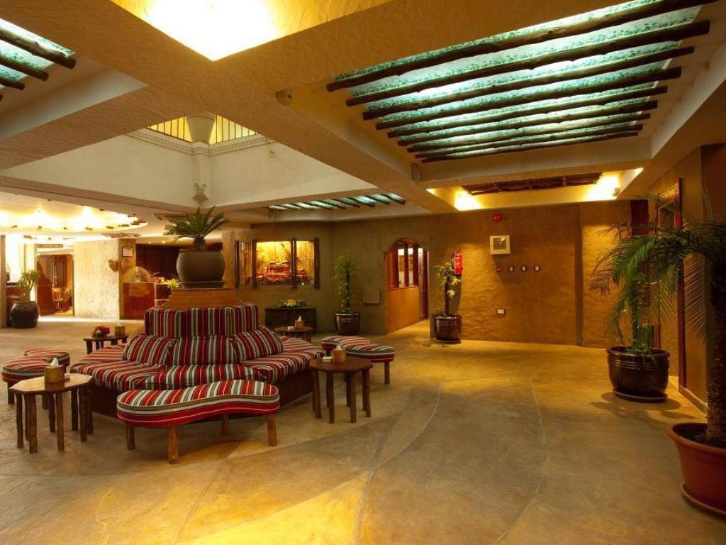 Foyer Al Liwan Suites