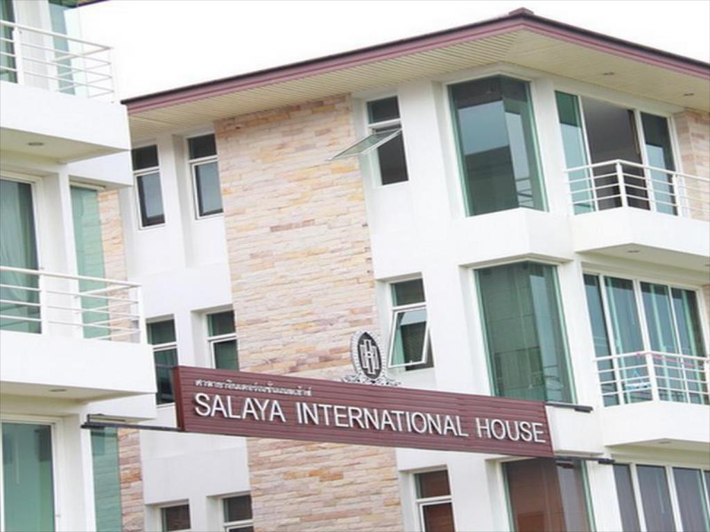 Eingang Salaya International House