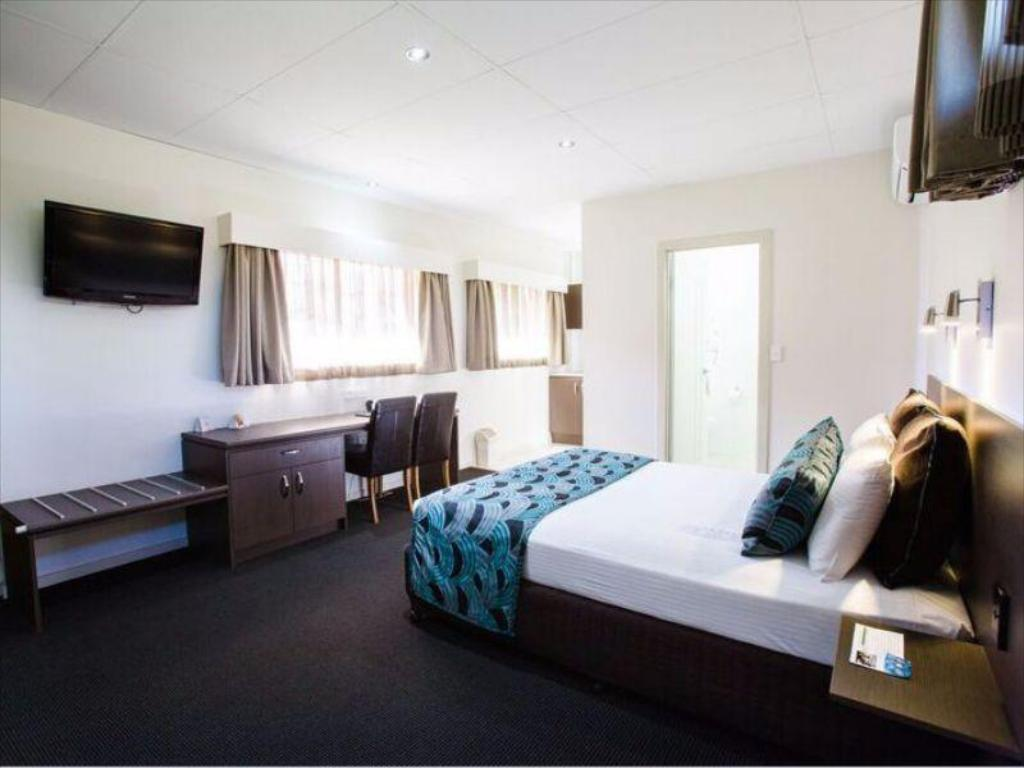 Deluxe Twin Room Comfort Inn and Suites Robertson Gardens Hotel